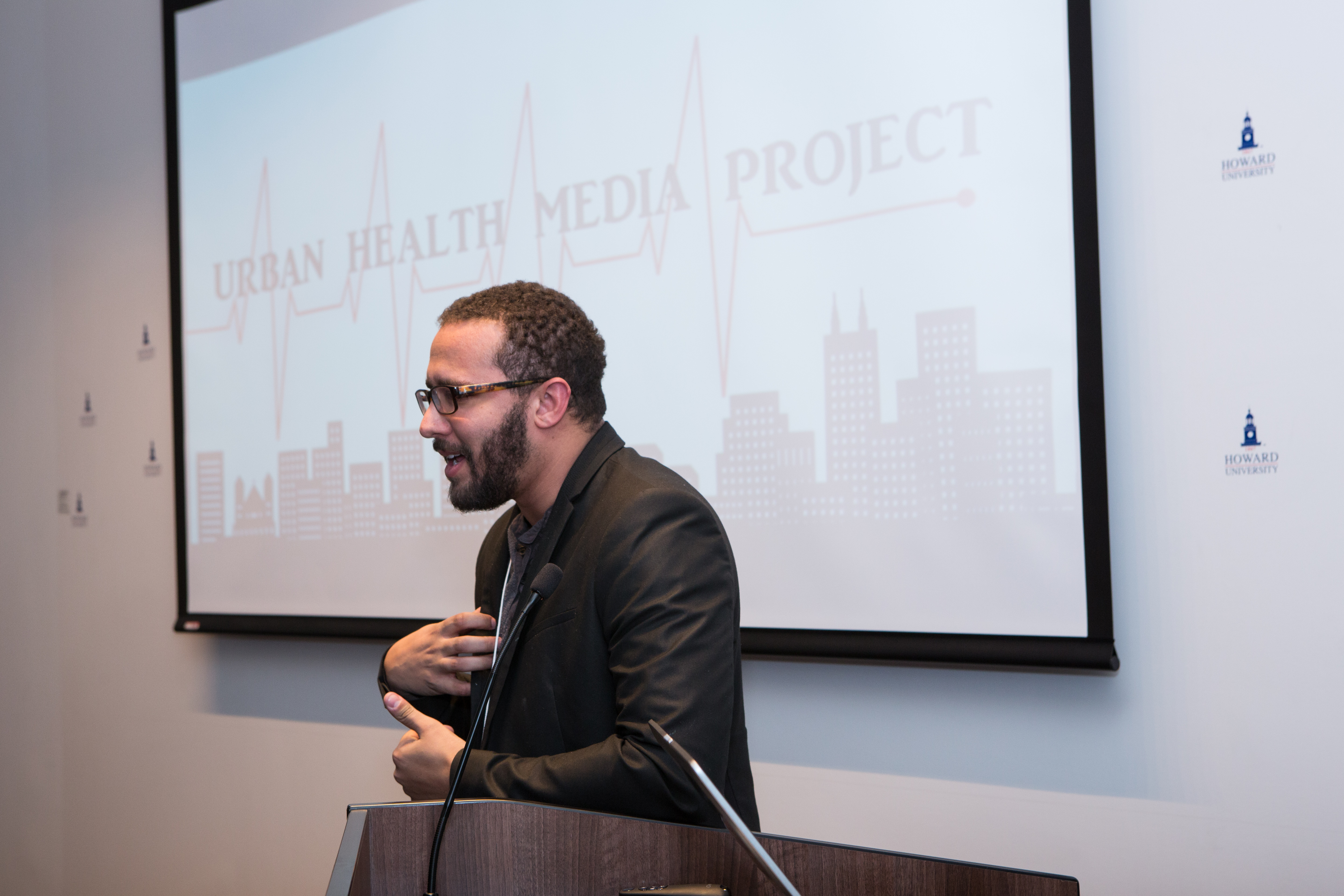 Journalist Wesley Lowery of Washington Post speaks to students and guests.